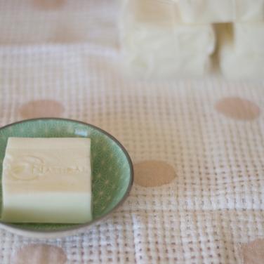 Jabón casero con leche materna y miel